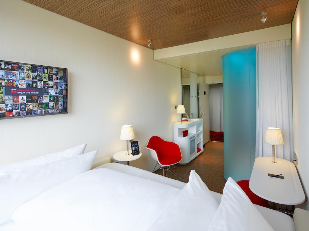 hotel roissy citizenm paris charles de gaulle airport. Black Bedroom Furniture Sets. Home Design Ideas