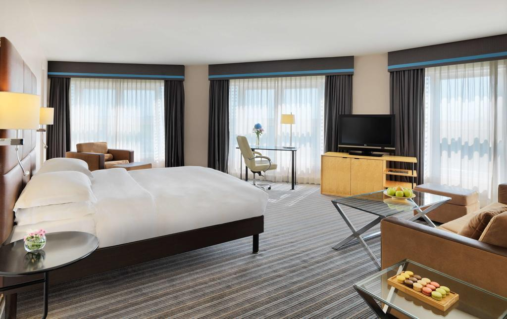 hotel roissy hyatt regency paris charles de gaulle. Black Bedroom Furniture Sets. Home Design Ideas